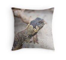 iguana in the jungla Throw Pillow