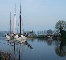 A dreamboat going down the River Vecht by jchanders