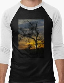 Dry parched tree in a desert landscape at sunset Men's Baseball ¾ T-Shirt