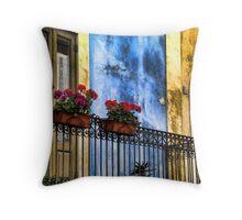 balcone fiorito Throw Pillow