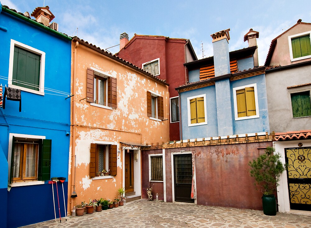 Colorful houses in Venice by Vegard Giskehaug