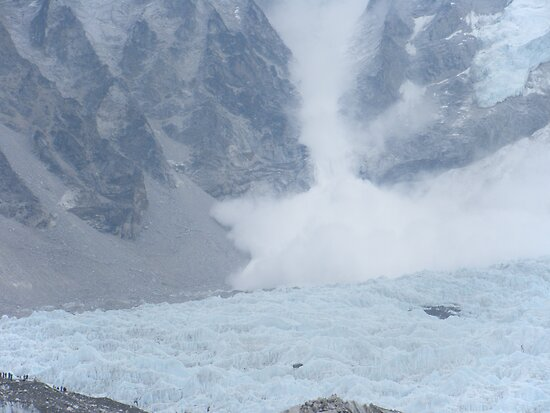 Avalanche at Everest Base Camp by swanny