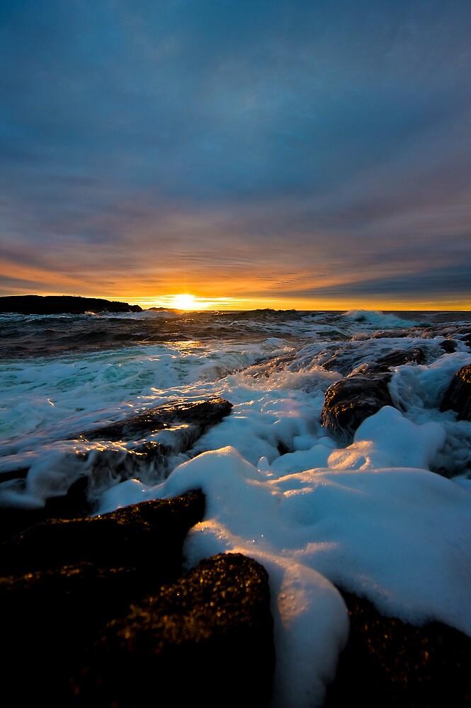 Sunrise over the ocean by Vegard Giskehaug