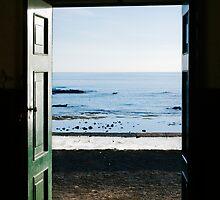 Ocean trough the door by mrfotos