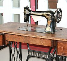 sewing machine of the past by memaggie