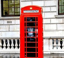London Telephone Box by alesiad