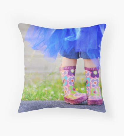 winter is coming... Throw Pillow