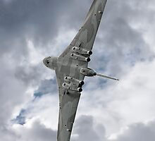 Pulling G - Vulcan - Valedation Display - Farnborough 2014 by Colin  Williams Photography