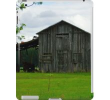Wooden Barn in Turbeville SC iPad Case/Skin