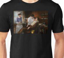 Dentist - An incisive decision - 1917 Unisex T-Shirt
