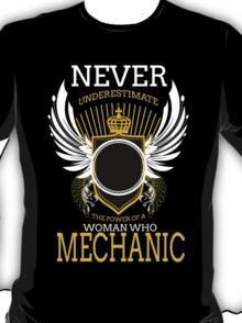 NEVER UNDERESTIMATE THE POWER OF A WOMAN WHO MECHANIC T-Shirt