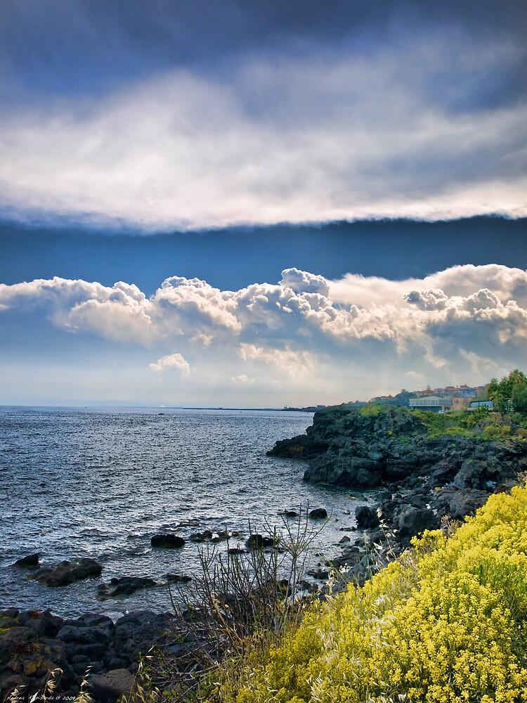 Nuvole sulla scogliera by Andrea Rapisarda