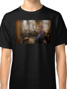 Lawyer - Always taking notes - 1902 Classic T-Shirt