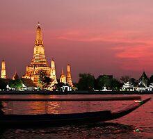Wat Arun (The Temple Of Dawn) by Dave Lloyd