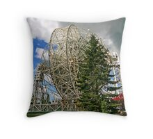 LOVELL RADIO TELESCOPE Throw Pillow
