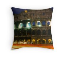 Colosseo di Notte Throw Pillow