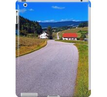 Long and winding valley road | landscape photography iPad Case/Skin