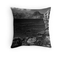 Round stone of Elgol Throw Pillow