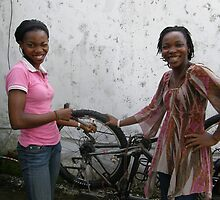 My new wheel and two nigerian ladies in Cameroon help me. by Rune Monstad