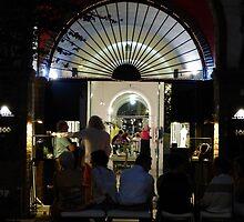 night street scene - escena de la calle en la noche by Bernhard Matejka