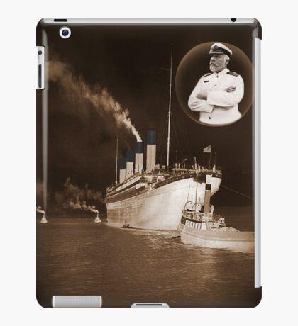 ☝ ☞ EJ SMITH CAPTAIN OF THE TITANIC IPAD CASE-Titanic leaving Belfast with two guiding tugs ☝ ☞ iPad Case/Skin