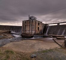 Storm approaching Salem Lake dam by nosamk