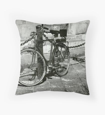 Bicicletta e Piccioni Throw Pillow
