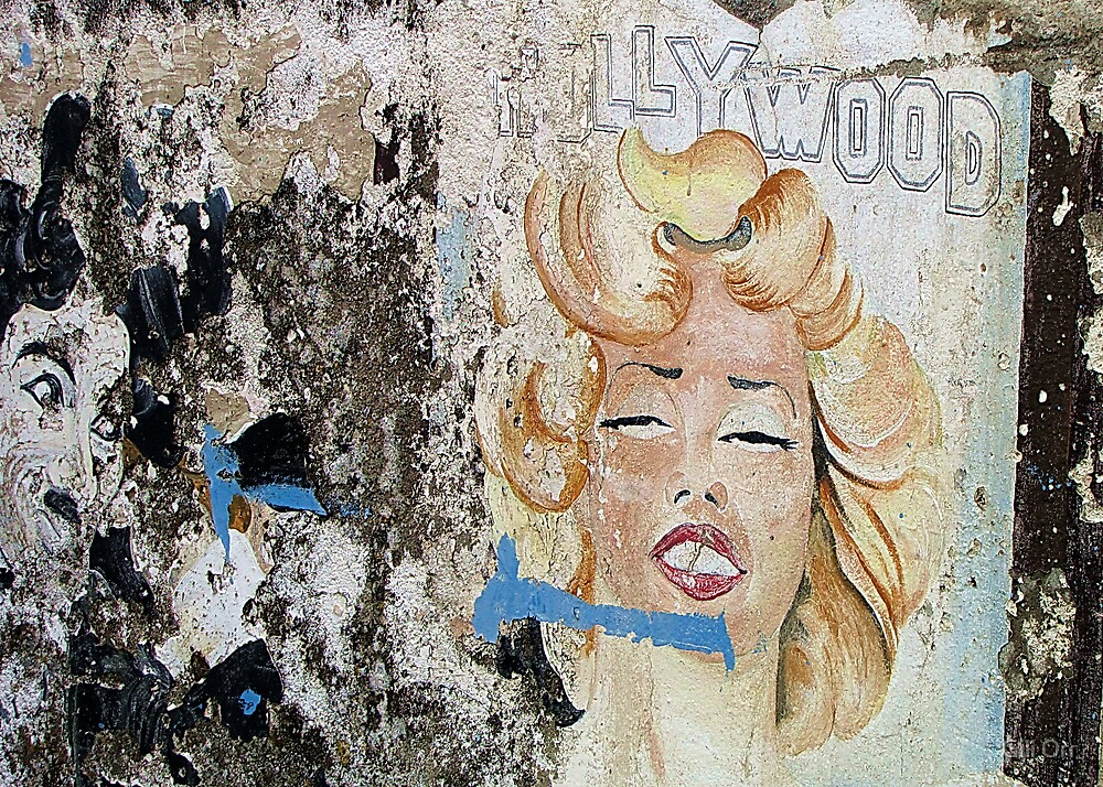Hollywood on the harbour's walls by Gili Orr