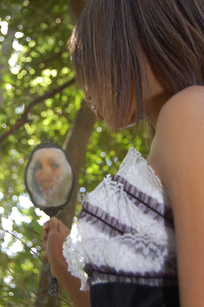 Through the Looking Glass by rhiannakelly
