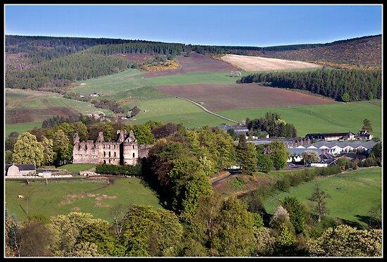 Balvenie castle & the Glen Fiddich distillery by Shaun Whiteman