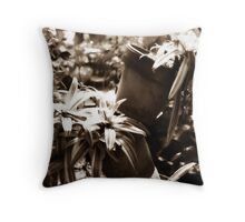 Diffused Flower 6 Throw Pillow
