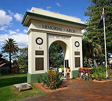 Memorial Arch - Kiama by Darren Stones