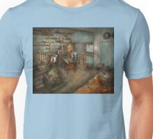 Trade - Electrician - The Electrical Engineering course - 1915 Unisex T-Shirt
