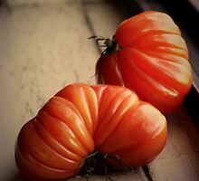 Heirloom tomatoes by YTYT