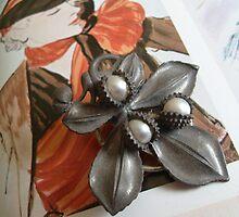 Fashion plate - Brooch/Pin by Sazfab