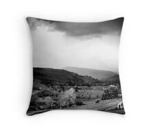 480 seconds to the storm Throw Pillow