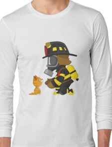 Firefighter rescues kitten Long Sleeve T-Shirt