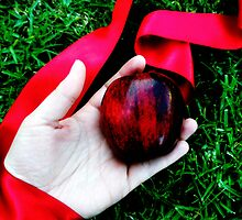The Apple by Susana Diaz