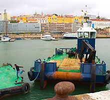 embarcação no porto de lisboa. jumping off the boat by terezadelpilar~ art & architecture
