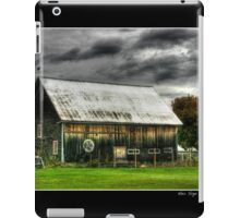 Hex Sign on a Vermont Barn iPad Case/Skin