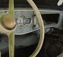 Renault 4 CV - Dauphine by AbsintheFairy