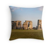 Stonehenge: Wiltshire UK Throw Pillow