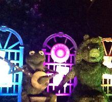 Kermit and Miss Piggy- EPCOT Flower and Garden Show by JLAMeltzer