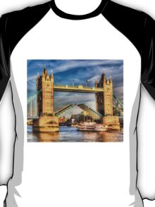 Tower Bridge and the Dixie Queen T-Shirt