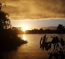 Sunrise at Mannum. by elphonline