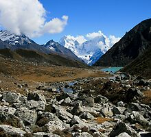 Kang Tega and Thamserku beyond Longponga Tso by Richard Heath