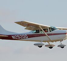 Cessna 182 by HoltPhotography