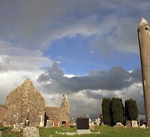 Kilmacduagh round tower by John Quinn