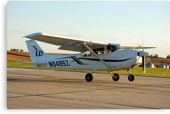 Cessna 172 Skyhawk by HoltPhotography