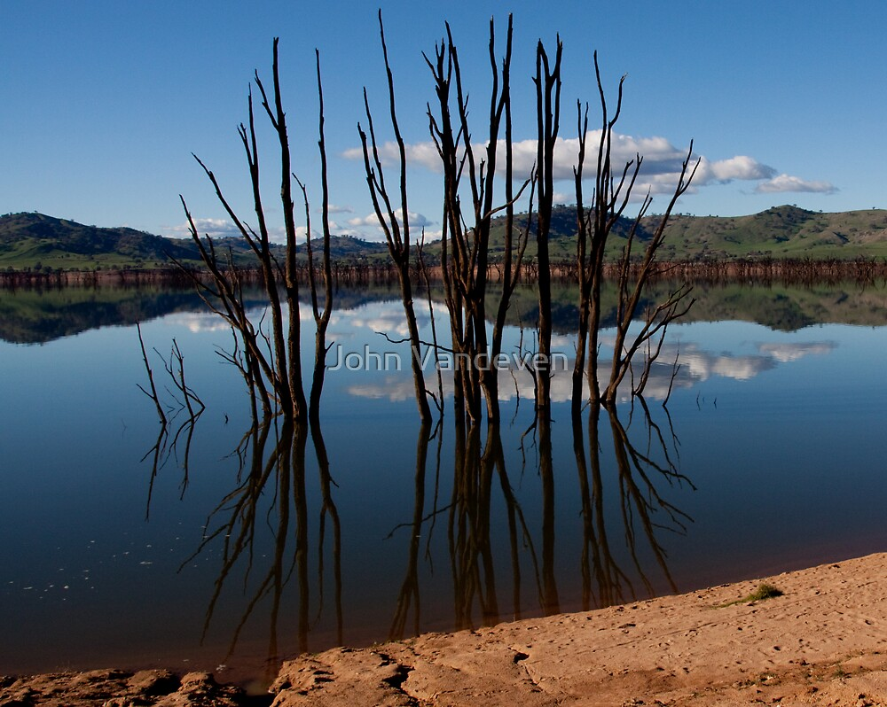 Lake Hume 2 by John Vandeven